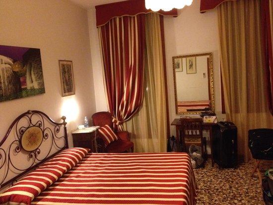 Hotel  Fontana: 1st floor room