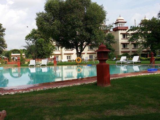 Jai Mahal Palace: La piscine principale