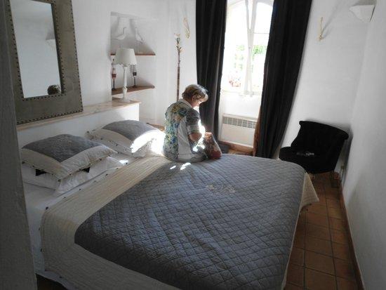 Maison de charme LA FONTAINE: Schlafzimmer
