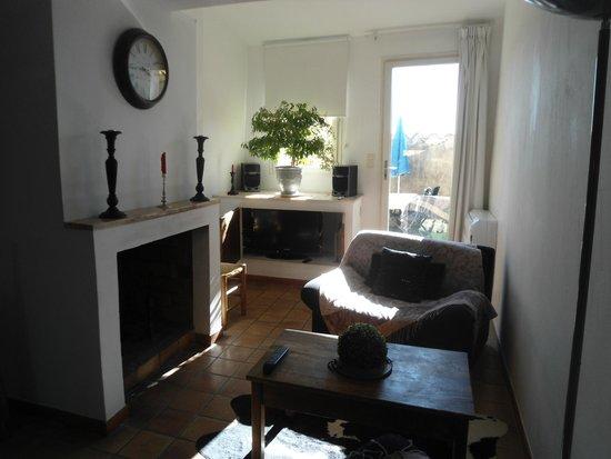"""Maison de charme LA FONTAINE: Salon mit TV """"upstairs"""""""