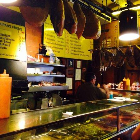 Can Paixano (La Xampanyeria): Cheap cava, great meats and cheeses!