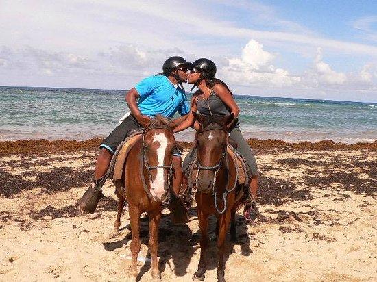 """ذا ريزيرف آت باراديسوس بالما ريال: Horseback riding excursion...stopped for pictures by the """"paparazzi!"""" :)"""