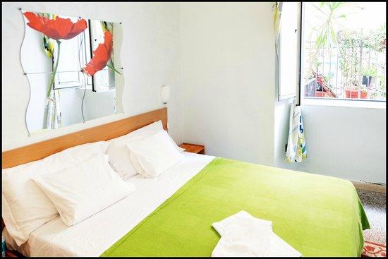Roman Holidays Hostel: Double room