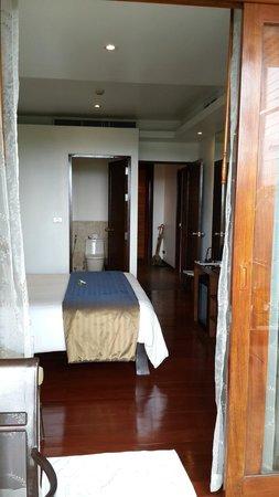 Ayara Hilltops Boutique Resort & Spa: The 2nd bedroom with the smaller bathroom. SUPER COMFY!