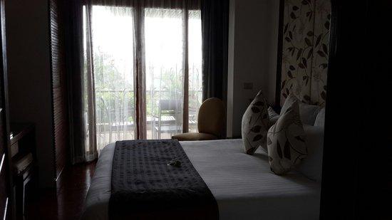 Ayara Hilltops Resort and Spa Surin Beach: Soft light penetrates through the sheer curtain.