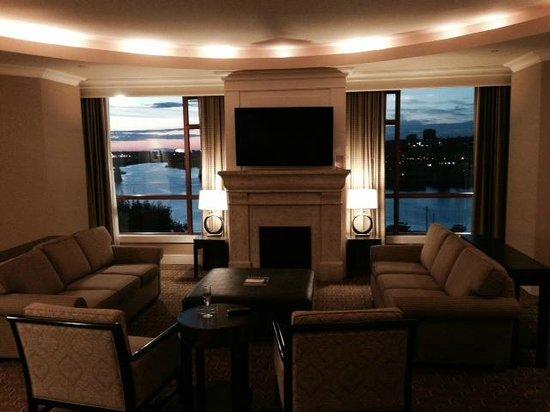 River Rock Casino Resort: Penthouse Suite at sunset