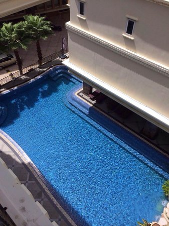 Miracle Suite: piscine vue de ma chambre