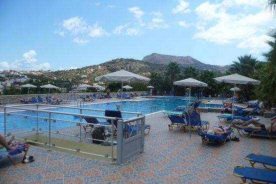 لانجلي ريزورت ألميريدا باي: piscina