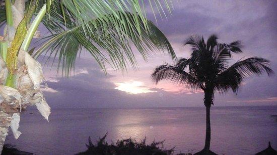 لو كانونير هوتل: vue de la chambre un coucher de soleil parmi tant d aurtres