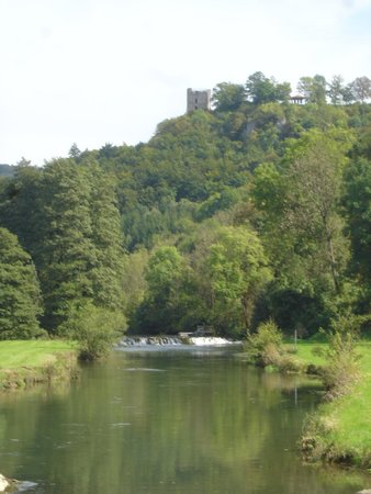 Burgruine Neideck: Blick über die Wiesent auf die Neideck, von Niederfellendorf