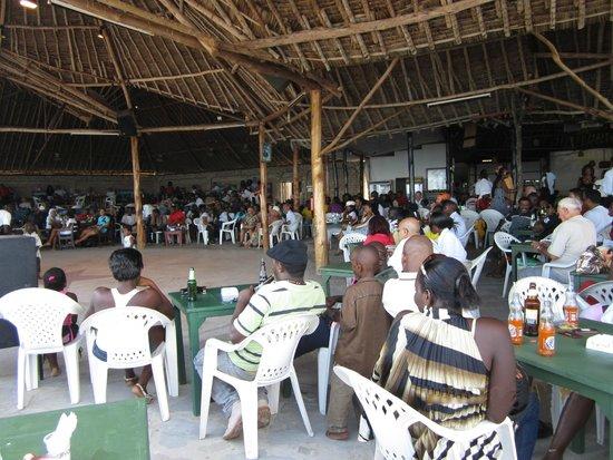 Big Tree Beach Hotel Mombasa Kenya: Шоу-тайм - выступление местных талантов