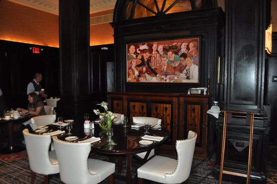 The Algonquin Hotel Times Square, Autograph Collection : The round table and mural