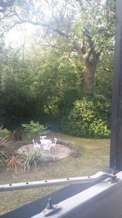 ريلستون مانور هوتل: View from one of our windows