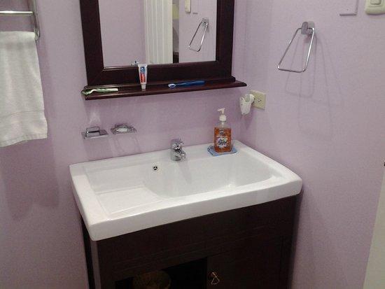 بياركو فيلدج سويتس: Bathroom
