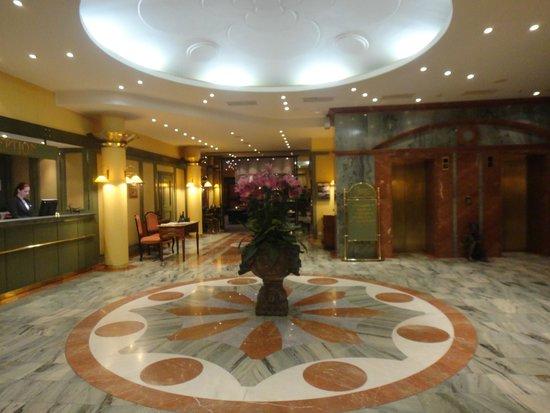 Hotel Savoy: Reception