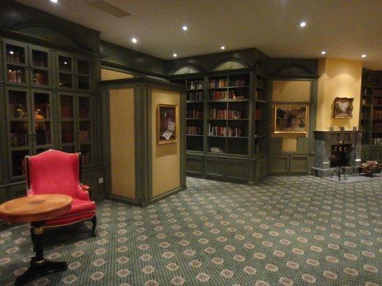 Hotel Savoy: Мини библиотека