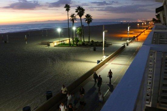 Beach House Hotel Hermosa Beach: View of Strand from balcony
