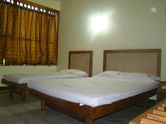 Capital O 33483 Hotel Chembarathy Garden: AC-DOUBLE ROOM