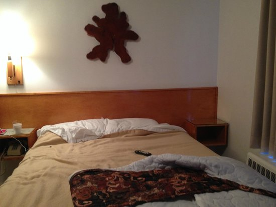 Starlight Lodge: not a clock, bed cover stained