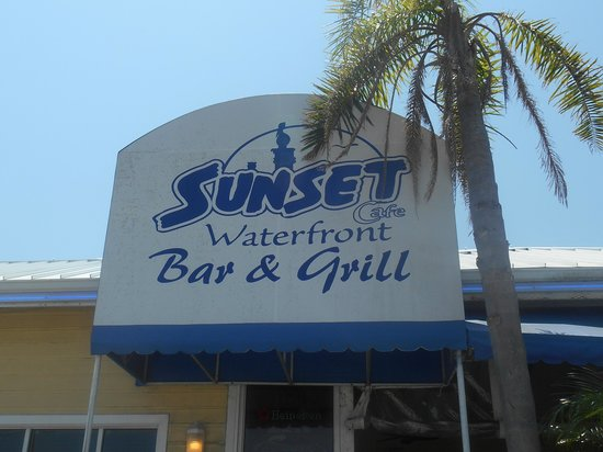 ‪‪Sunset Waterfront Grill & Bar‬: Fun and friendly‬