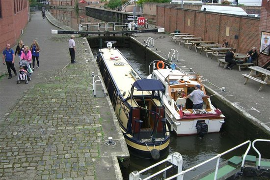 Premier Inn Nottingham Castle Marina : Canal near to hotel