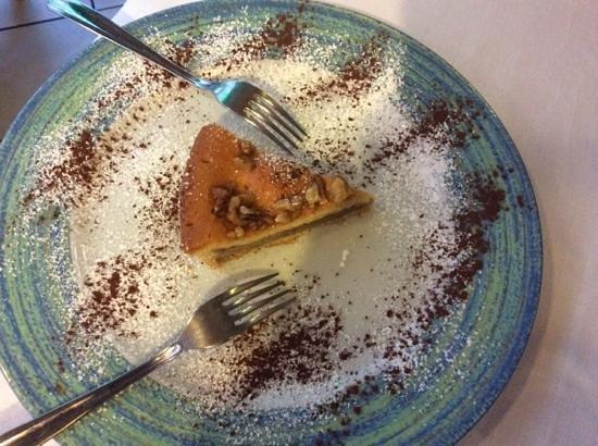 La Scogliera: walnut cake