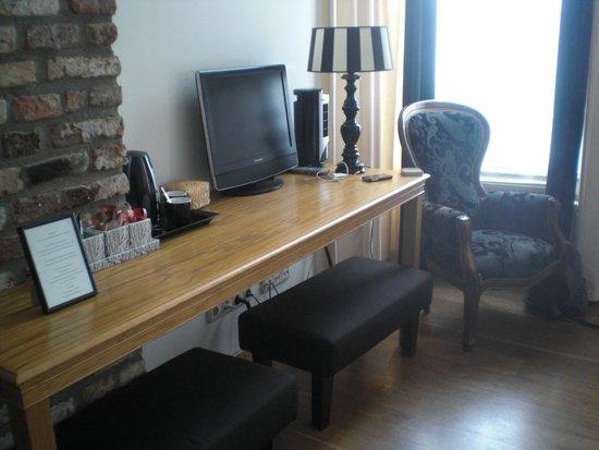 Chambre d'Hôte Rekko: Zithoek en schrijftafel