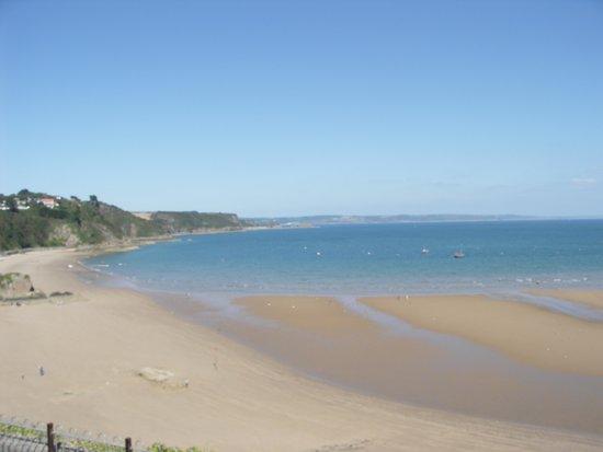 Cliffe-Norton Hotel: September beach view