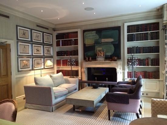 Knightsbridge Hotel: Library