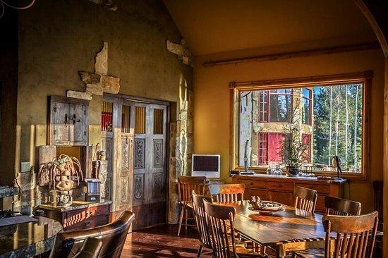Talus Rock Retreat: Dining Room