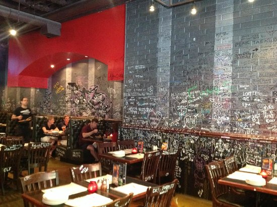 Gino's East Magnificent Mile: Fun and funky interior - lots of graffiti