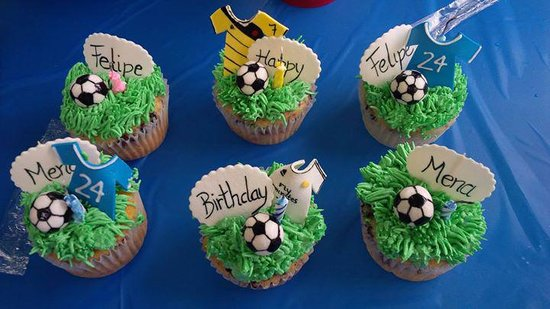 ‪‪The Cake Box‬: soccer cupcakes I ordered they were good‬