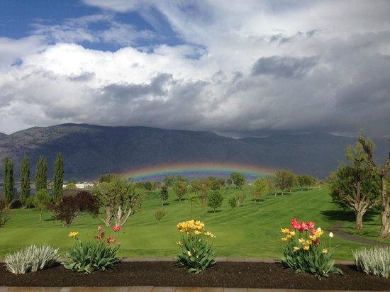 Osoyoos Golf Club: Rainbow after a spring shower