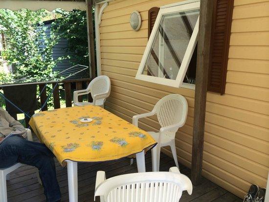 Camping International du Lac d'Annecy: La terrasse du mobil home