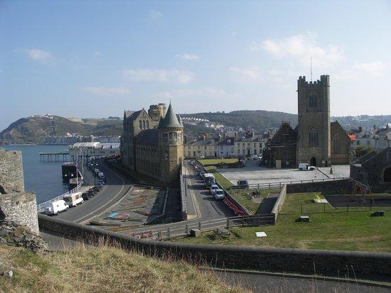 ذي جلينجاور هوتل: University shot from Castle