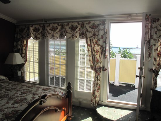 Bay View of Mackinac Bed & Breakfast: Door out to private balcony