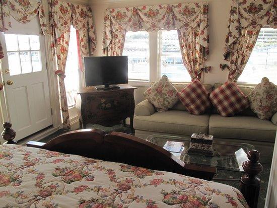 Bay View of Mackinac Bed & Breakfast: Living area