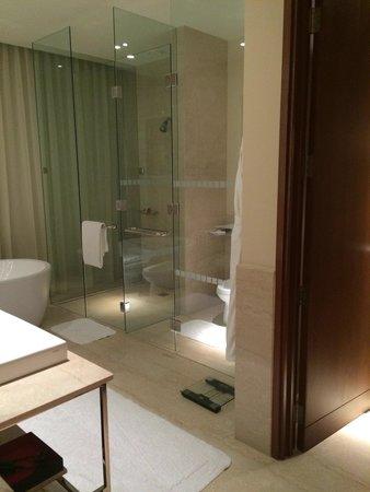 فندق أوبروي: Ванная