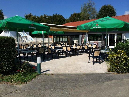 Camping International du Lac d'Annecy: Autre vue du bar