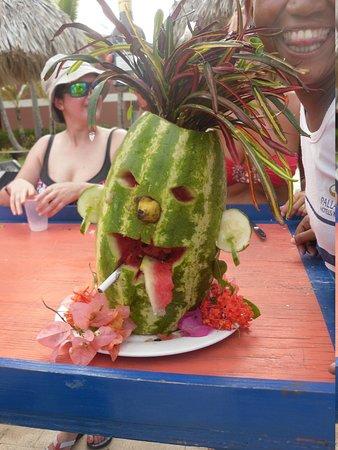 Grand Palladium Palace Resort Spa & Casino: melon carving comp
