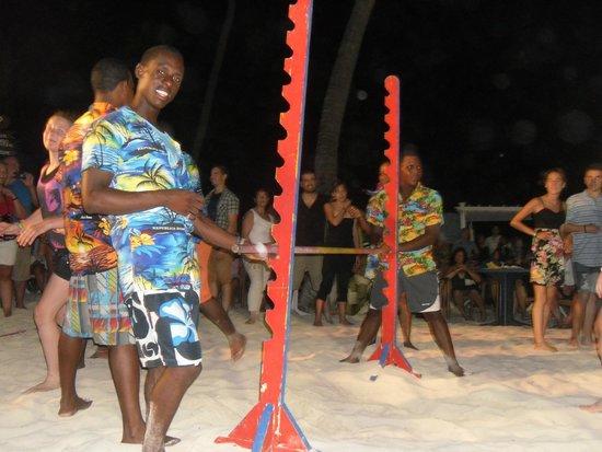 Grand Palladium Palace Resort Spa & Casino: beach party limbo