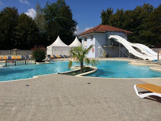 Camping International du Lac d'Annecy: Vue globale de l'espace aquatique
