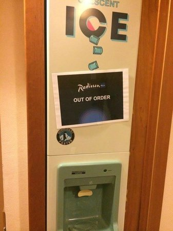 Radisson Blu Park Hotel: Ismaskin - Out of order