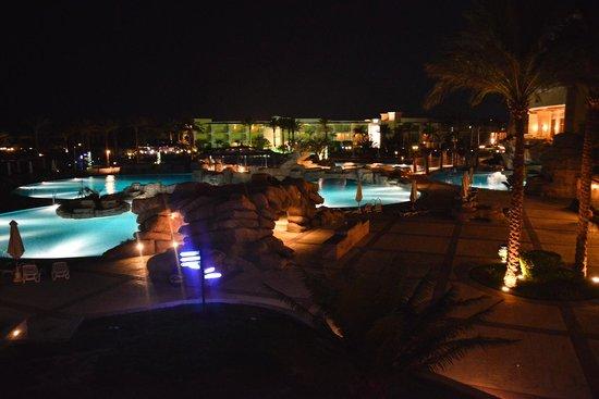 SENTIDO Palm Royale: Zwembad bij nacht