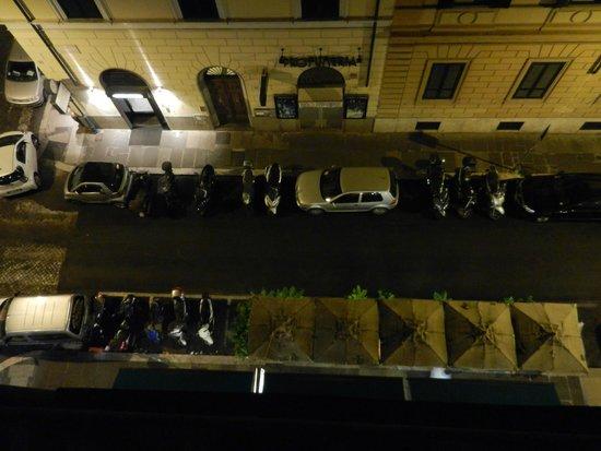 Virginia Hotel: Вид из окна номера