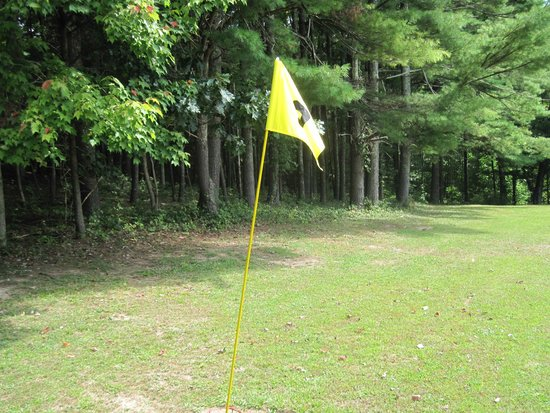 Cabins at Pine Haven: Limited Flight Nine Hole Golf Course