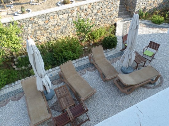 Georges Luxury Villas: Very comfortable sun loungers (a full set for each property)