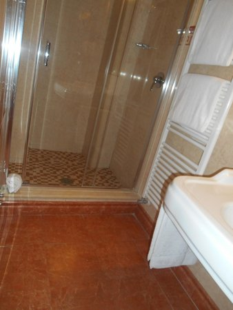 Relais Il Postiglione-Antica Posta dei Chigi: Bathroom