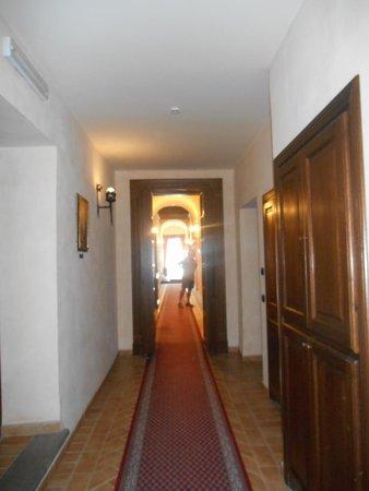 Relais Il Postiglione-Antica Posta dei Chigi: Corridor