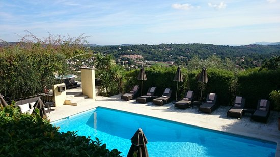 La Bastide Saint Antoine - Jacques Chibois: A pool and a view